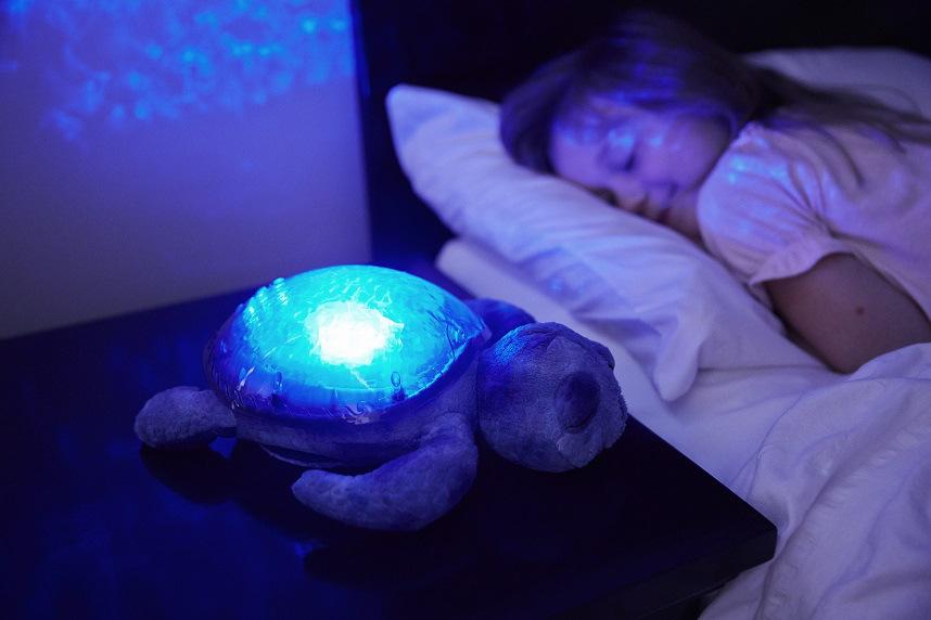 Спит со светом