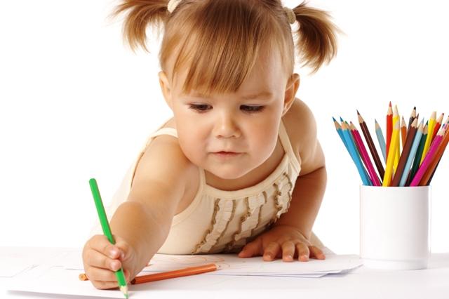 Ребёнок рисует